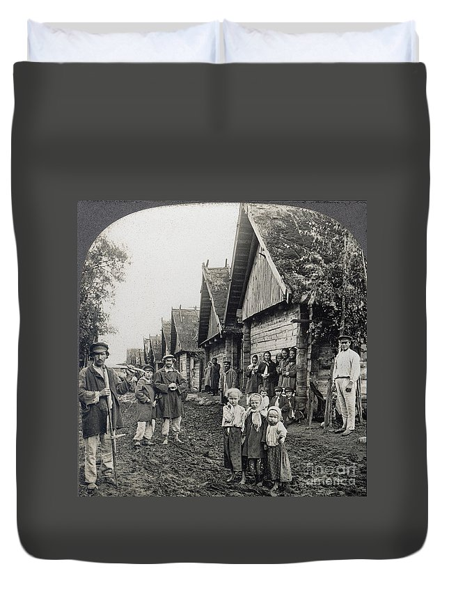 1900 Duvet Cover featuring the photograph Russia: Peasants by Granger