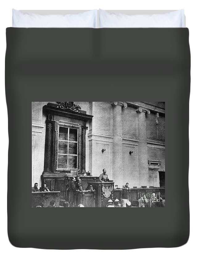 1917 Duvet Cover featuring the photograph Russia: Revolution Of 1917 by Granger