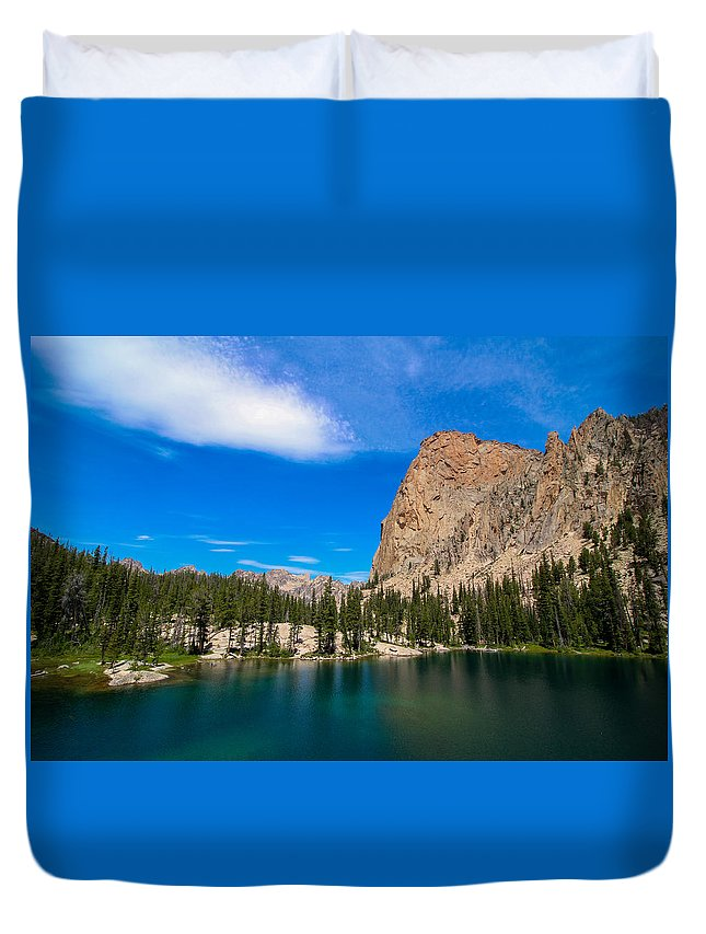 Sawtooths Duvet Cover featuring the photograph Saddleback Lake by Brandon Swanson