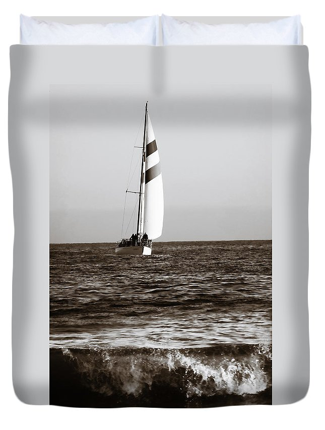 Sail Duvet Cover featuring the photograph Sail Boat Coming Ashore 2 by Marilyn Hunt