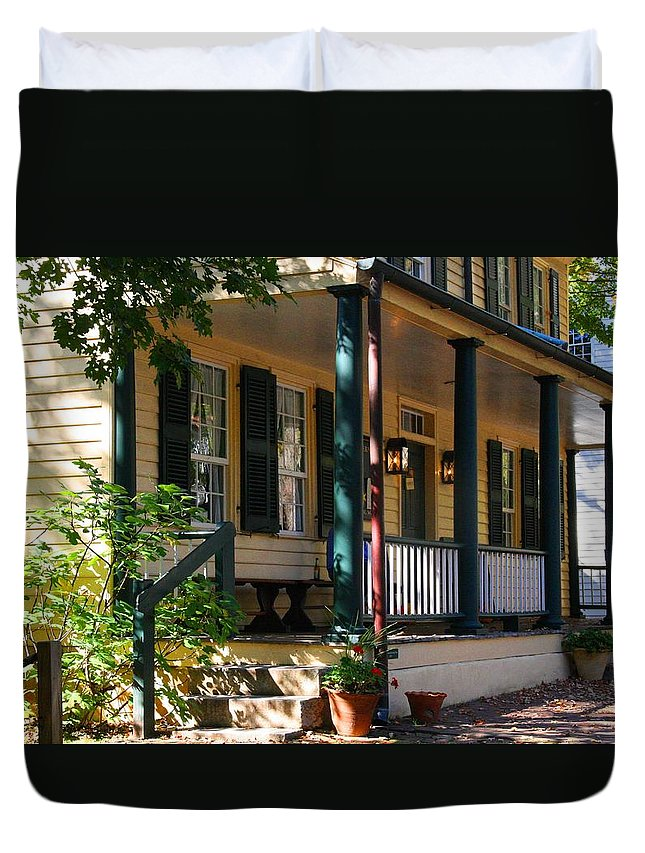 Salem Tavern Duvet Cover featuring the photograph Salem Tavern by Kathryn Meyer