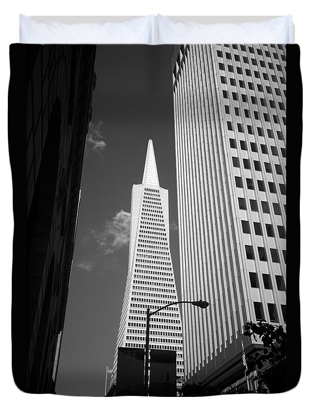 America Duvet Cover featuring the photograph San Francisco - Transamerica Pyramid Bw by Frank Romeo