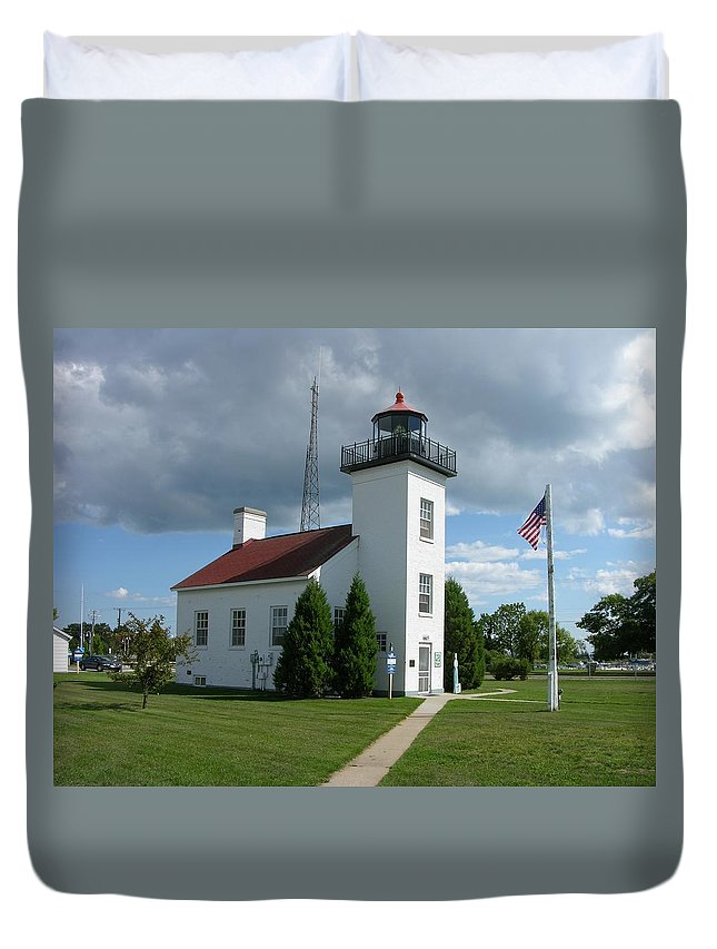 Sand Point Lighthouse Duvet Cover featuring the photograph Sand Point Lighthouse by Keith Stokes