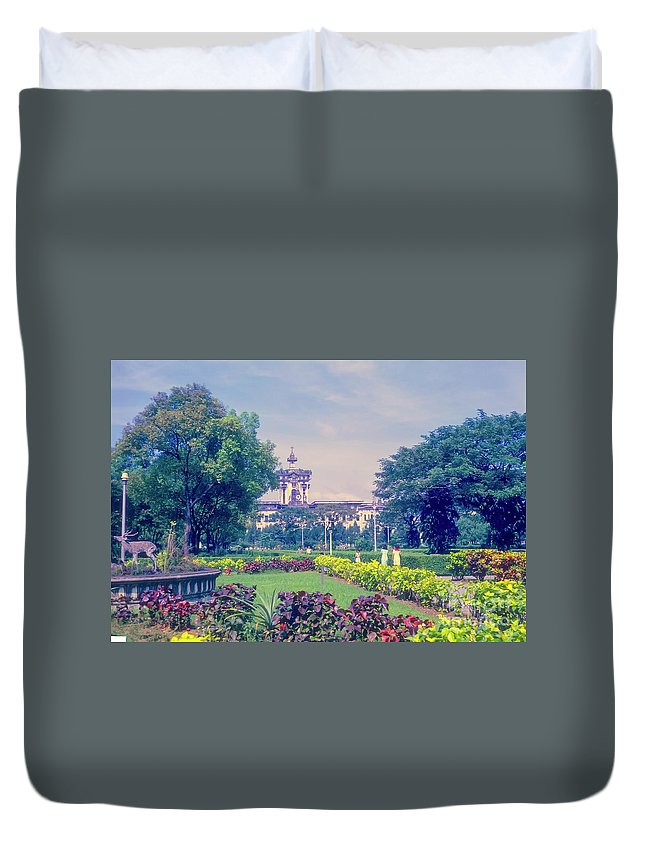University Of Santo Tomas Duvet Cover featuring the photograph Santo Tomas University by Bob Phillips