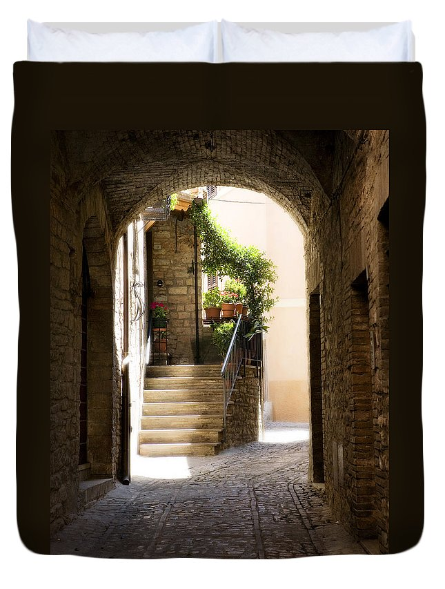 Italy Duvet Cover featuring the photograph Scenic Archway by Marilyn Hunt