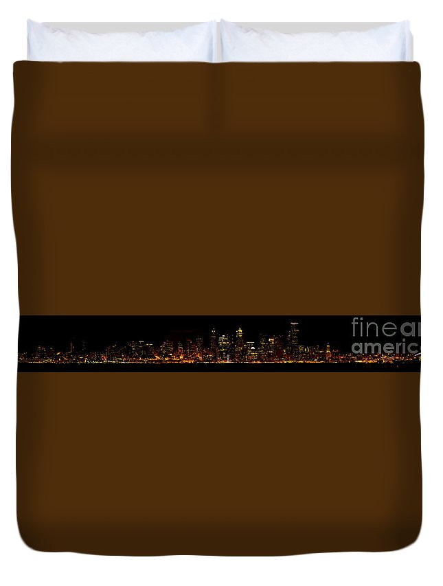 Seattle Duvet Cover featuring the photograph Seattle Panorama by Tress Chapin