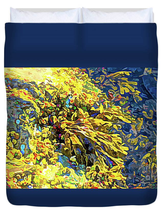 Wall Art Duvet Cover featuring the photograph Seaweed On Rock In Ocean by Josephine Cleopahrt