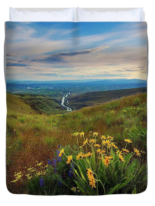Selah Duvet Cover featuring the photograph Selah Spring Sunset by Mike Dawson