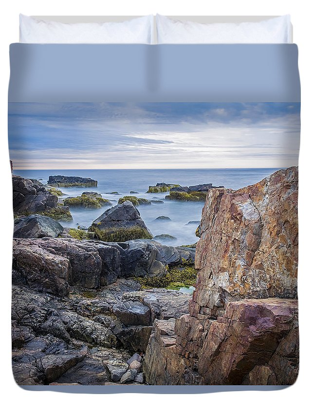 Landscapes Duvet Cover featuring the photograph Serenity by Ajit Pillai