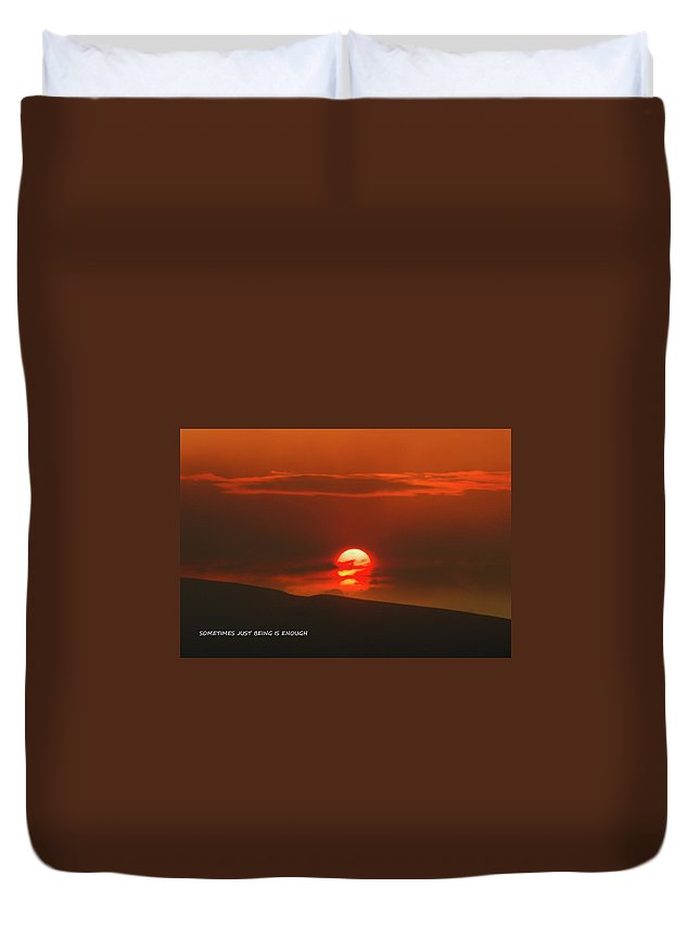 Sunset Duvet Cover featuring the photograph Setting Sun Over The Wenas Valley by Jeff Swan
