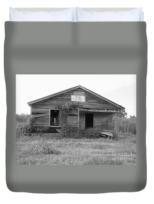 Black And White Duvet Cover featuring the photograph Shack Barn by Michelle Powell