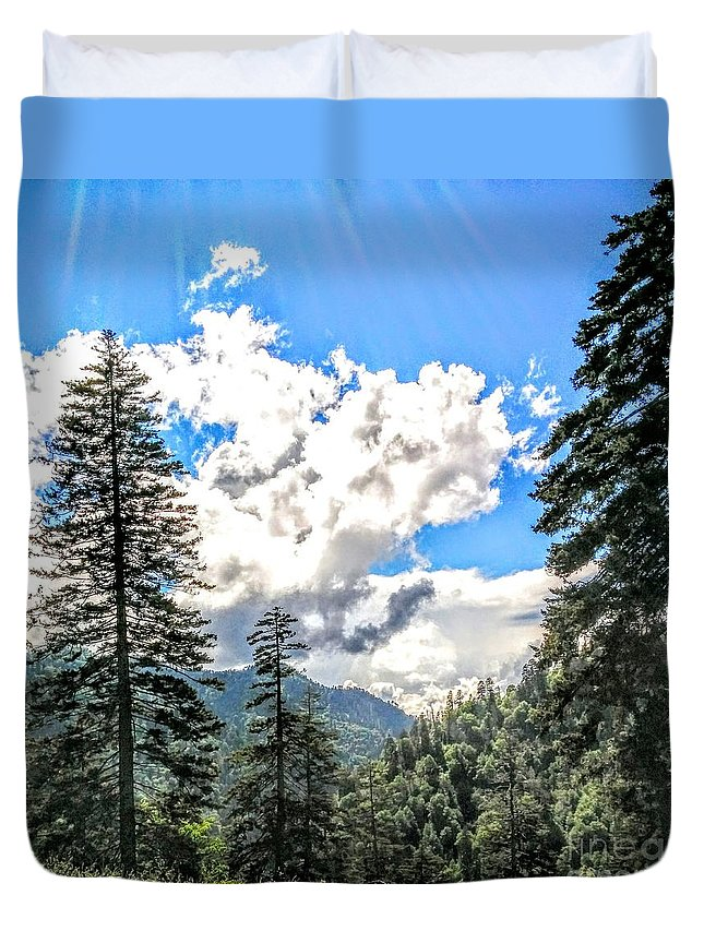 Great Smoky Mountain National Park Duvet Cover featuring the photograph Shine by Katie Neese