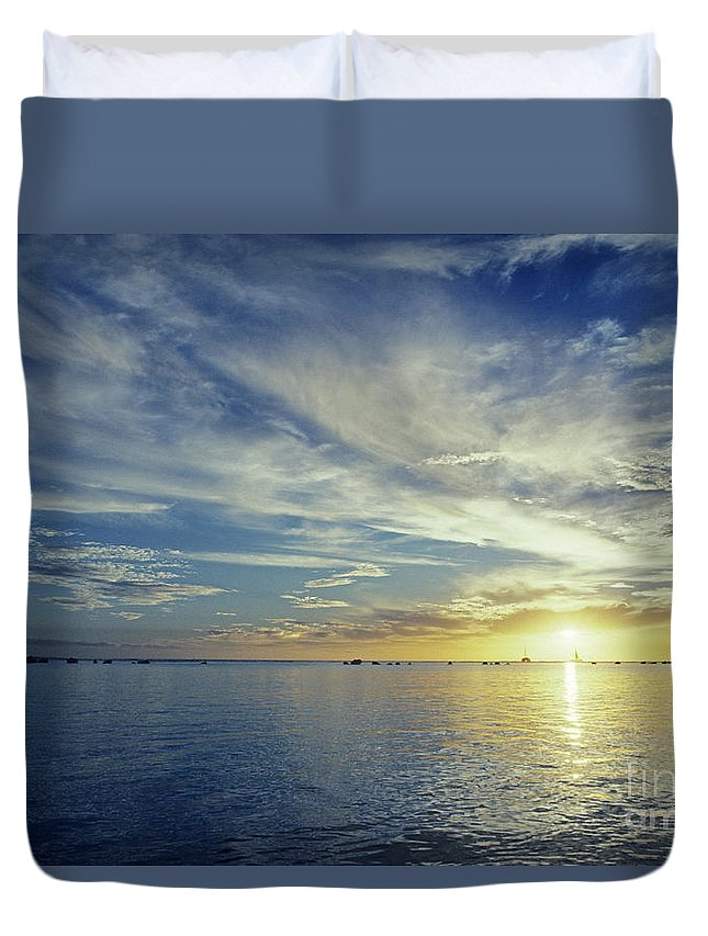 Above Duvet Cover featuring the photograph Shining Through by Carl Shaneff - Printscapes