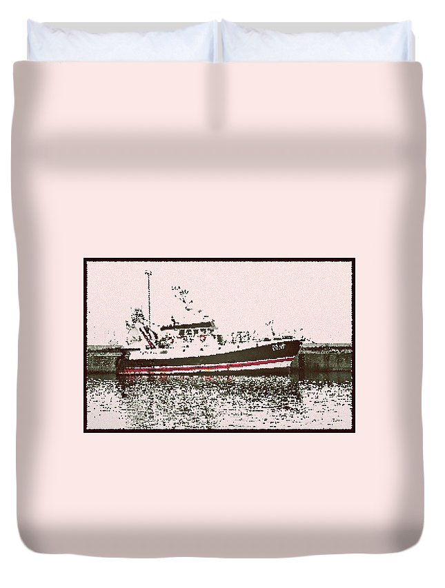 Howth Duvet Cover featuring the photograph Ship by Alex Art and Photo