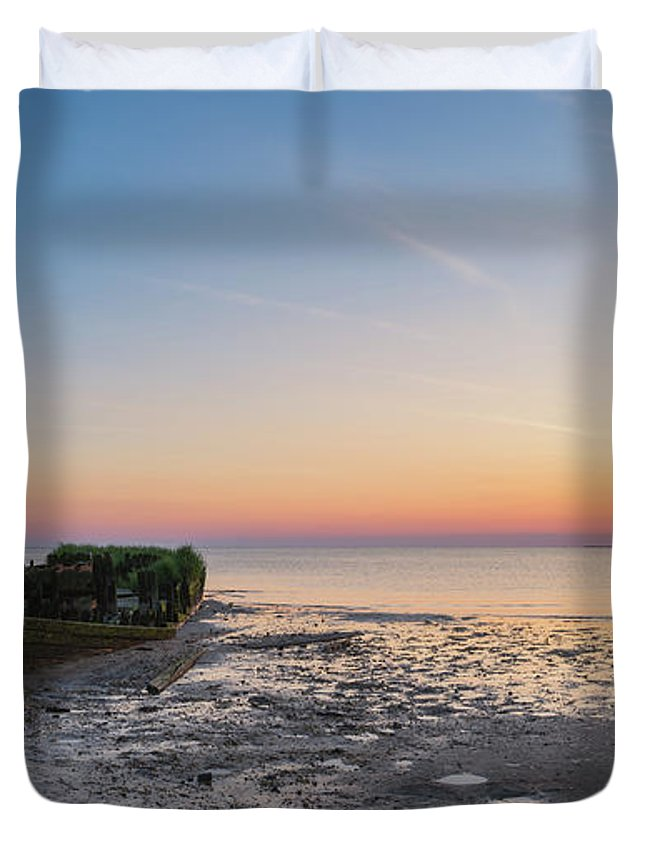 Shipwreck Sunset Duvet Cover featuring the photograph Shipwreck Panorama by Michael Ver Sprill