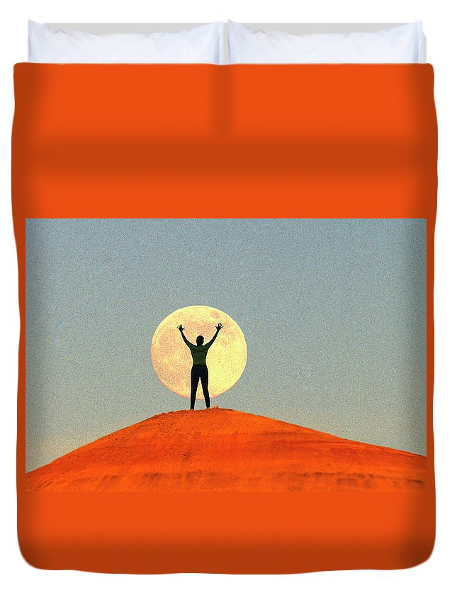 Shoot Duvet Cover featuring the photograph Shoot For The Moon by Buddy Mays
