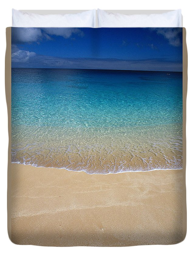 Abstract Art Duvet Cover featuring the photograph Shoreline To Horizon by Ali ONeal - Printscapes