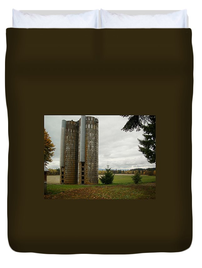 Farm Duvet Cover featuring the photograph Silo 1 by Sara Stevenson