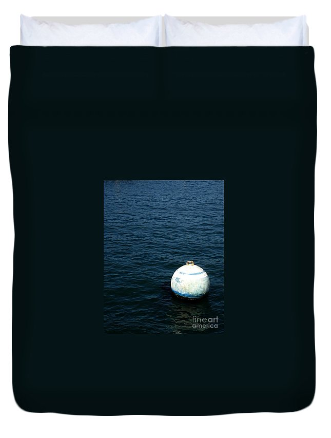 Seascape Duvet Cover featuring the photograph Sit And Bounce by Shelley Jones