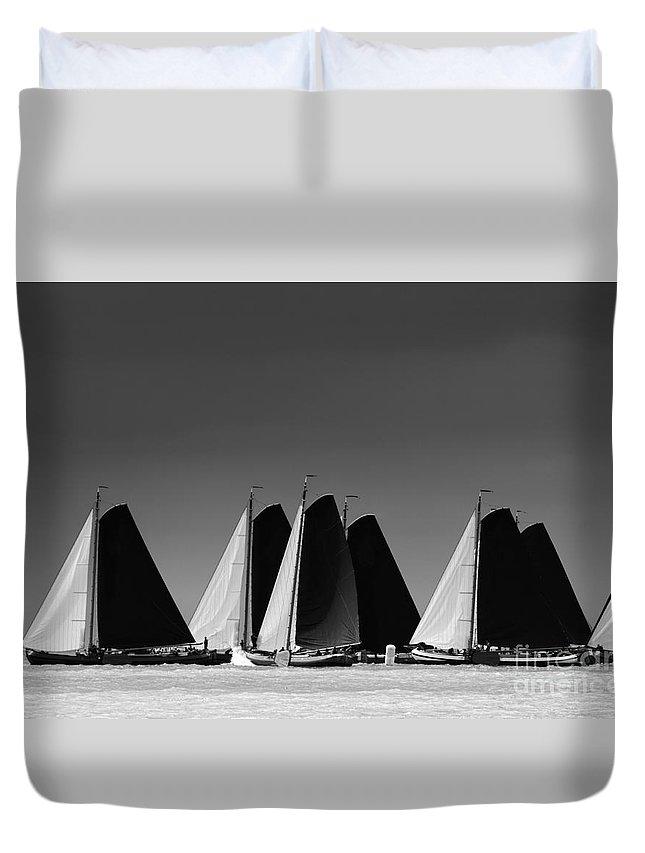 Regatta Duvet Cover featuring the photograph Skutsje Wedstrijd Veld by Jan Brons