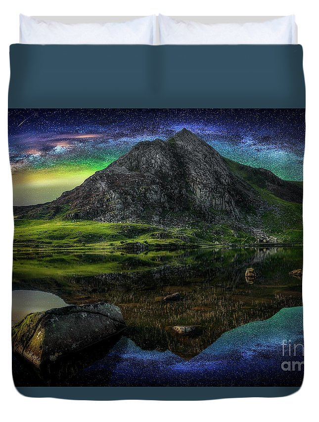 Tryfan Mountain Duvet Cover featuring the photograph Sky Full Of Stars by Adrian Evans