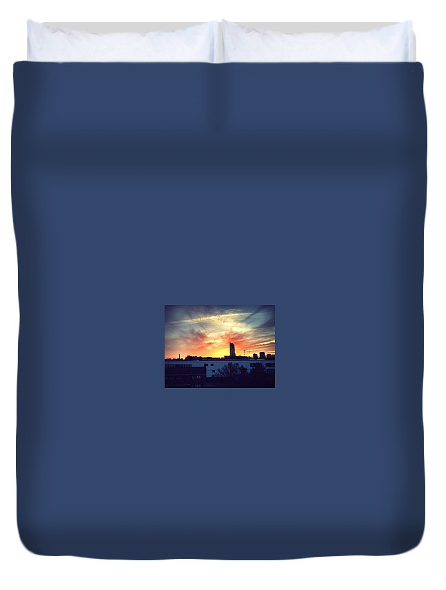 London Duvet Cover featuring the photograph Sky On Fire by Rossana Azzoni