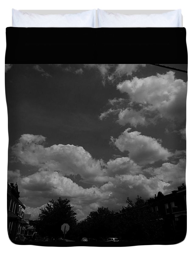 Black And White Duvet Cover featuring the photograph Skyline by Demian Legg