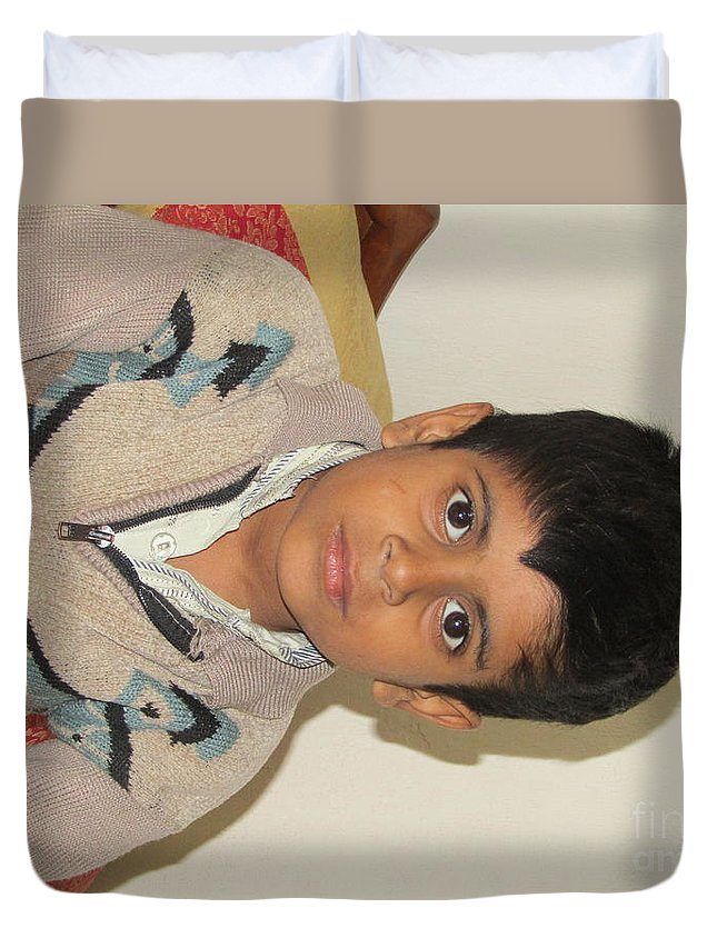 Beautiful Child Wallpapers Duvet Cover featuring the pyrography Small Child Images by Huzaifa Umar