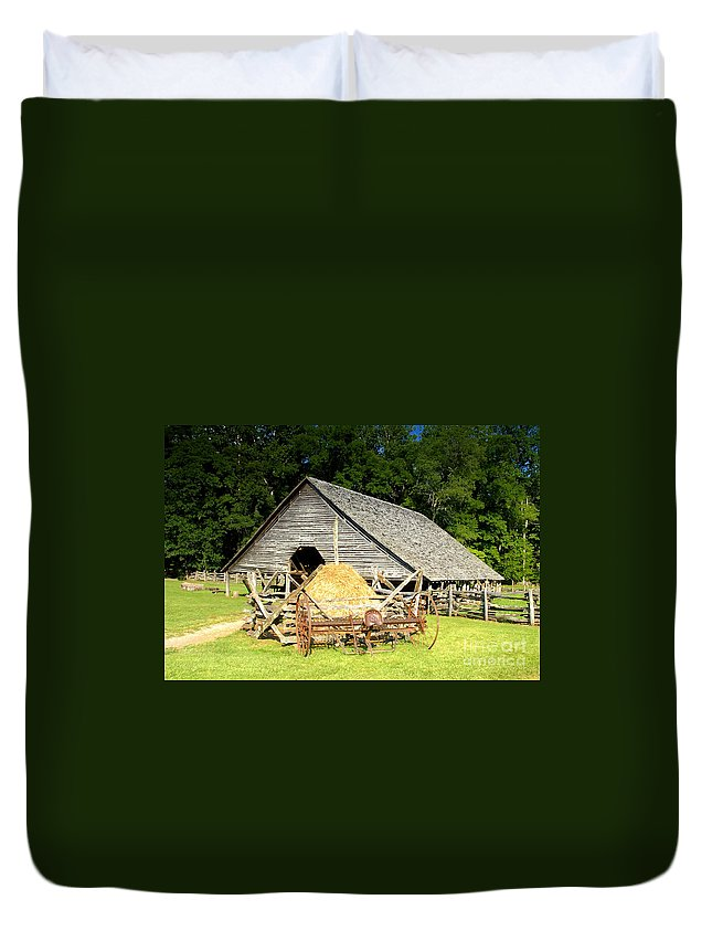 Smoky Mountains Duvet Cover featuring the photograph Smoky Mountain Farm by David Lee Thompson