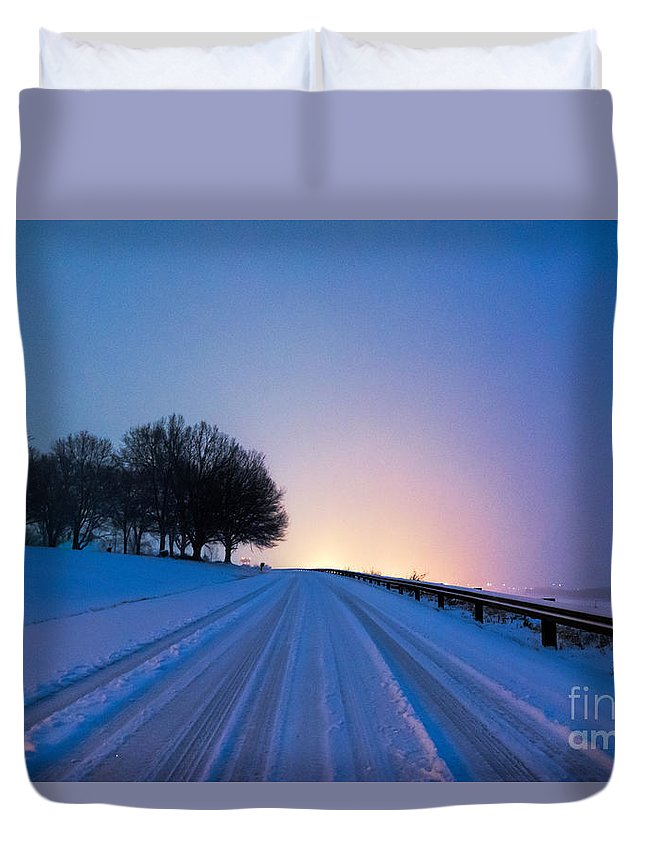 Blizzard Duvet Cover featuring the photograph Snow Rizer by Robert Loe