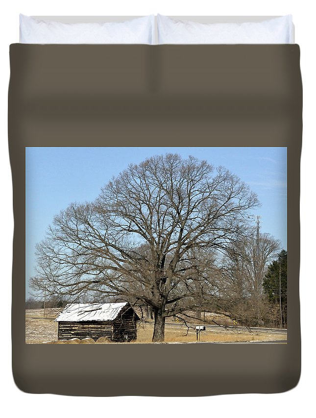 Old Tobacco Shed Duvet Cover featuring the photograph Snowcapped Tobacco Shed by Glenda Ward