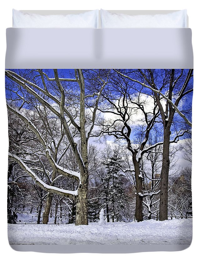Snowman Duvet Cover featuring the photograph Snowman In Central Park Nyc by Madeline Ellis