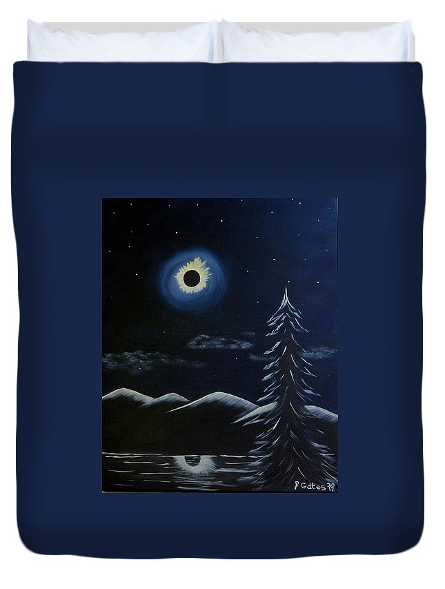 Solar Duvet Cover featuring the painting Solor Eclipse by Phyllis Gates