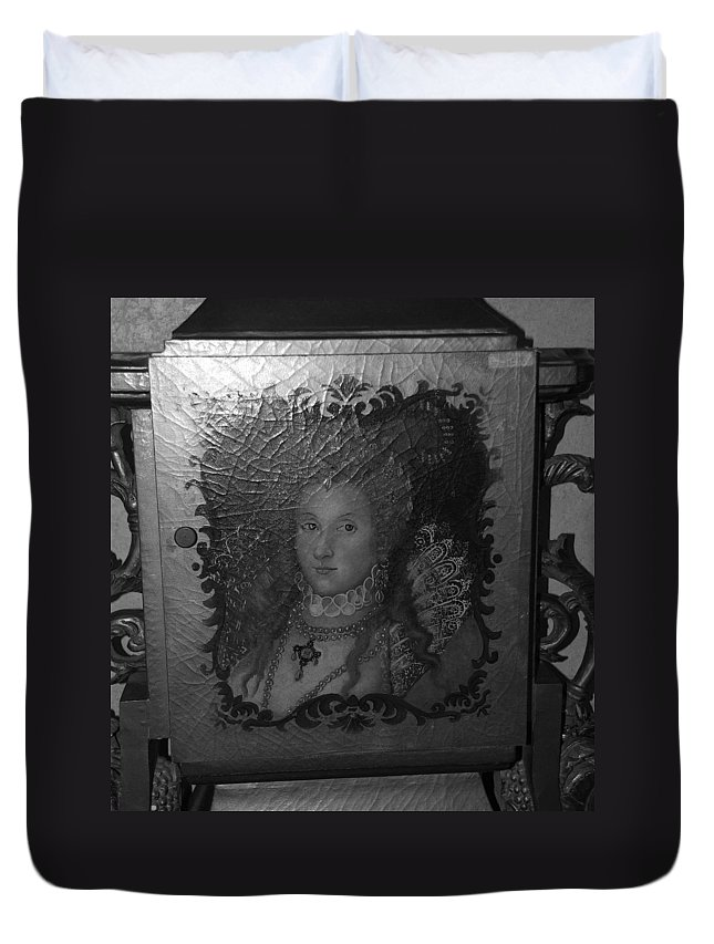 Queen Duvet Cover featuring the photograph Some Old Queen by Rob Hans