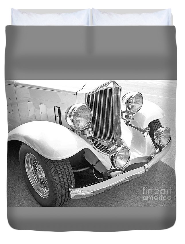 Car Duvet Cover featuring the photograph Sound And Light by Ann Horn