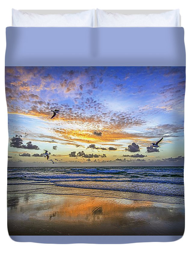 Stevelipsonphotography Duvet Cover featuring the photograph South Beach 12260 by Steve Lipson