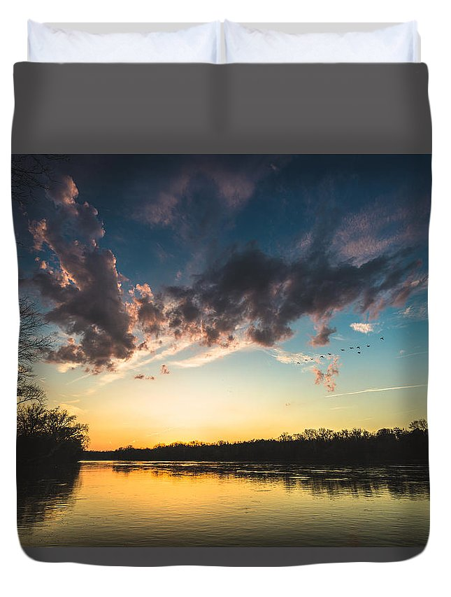 Flood Wall Duvet Cover featuring the photograph Southampton Sunset by Chris Marcussen