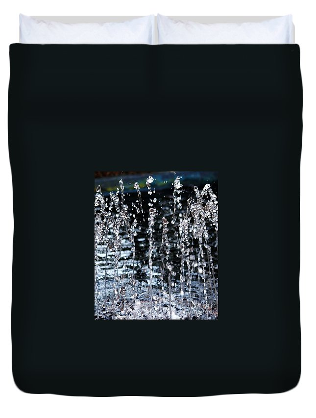 Water Fountain Duvet Cover featuring the photograph Sparkling Water by D Nigon