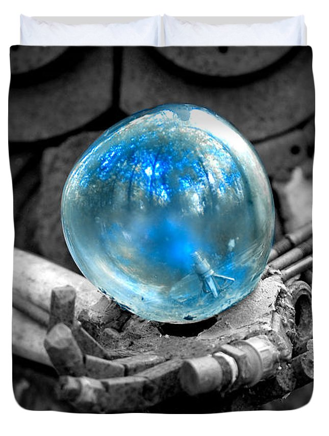 Sculpture Duvet Cover featuring the photograph Sphere Of Interest by Greg Fortier