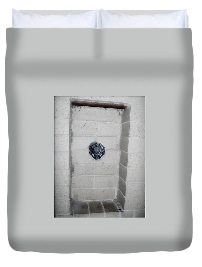 Color Photograph Duvet Cover featuring the photograph Spicket by Thomas Valentine