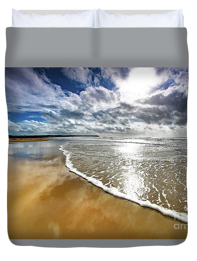 Seascape Duvet Cover featuring the photograph Spindrift # 167 by Mark Haynes