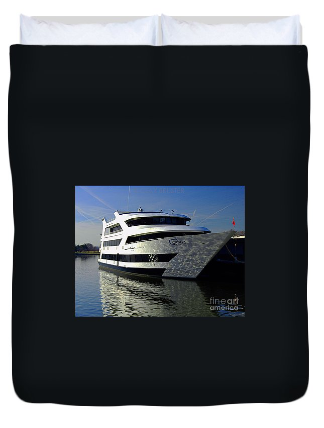 Clay Duvet Cover featuring the photograph Spirit Of Washington by Clayton Bruster