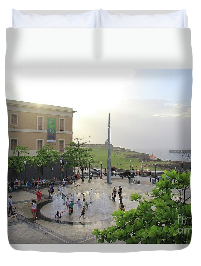 Puerto Rico Duvet Cover featuring the photograph Splashing In Old San Juan by Suzanne Oesterling