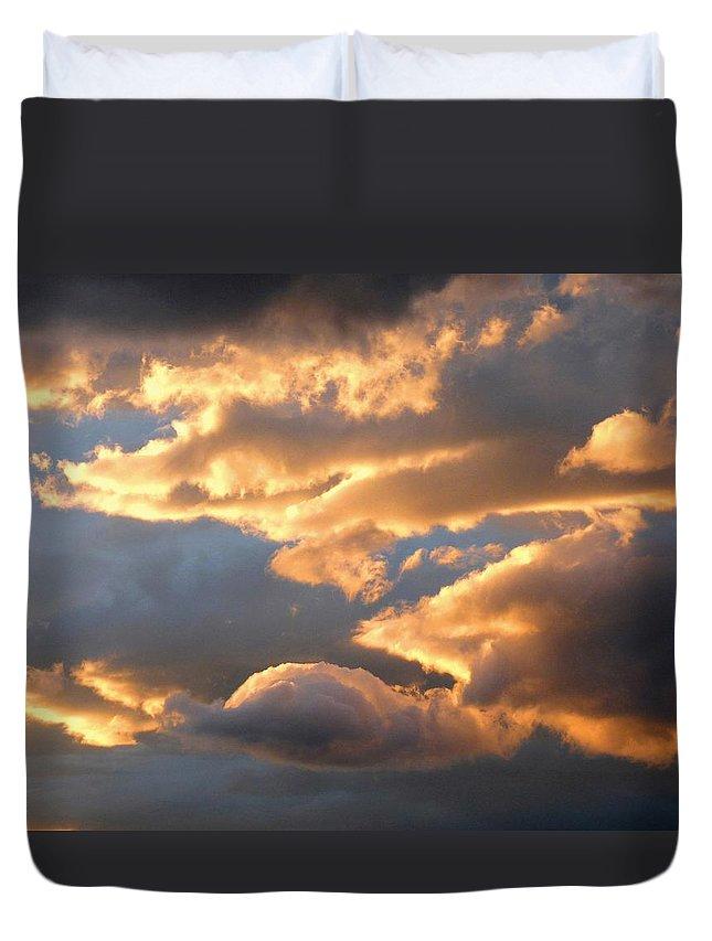 Splendid Cloudscape 2 Duvet Cover featuring the photograph Splendid Cloudscape 2 by Will Borden