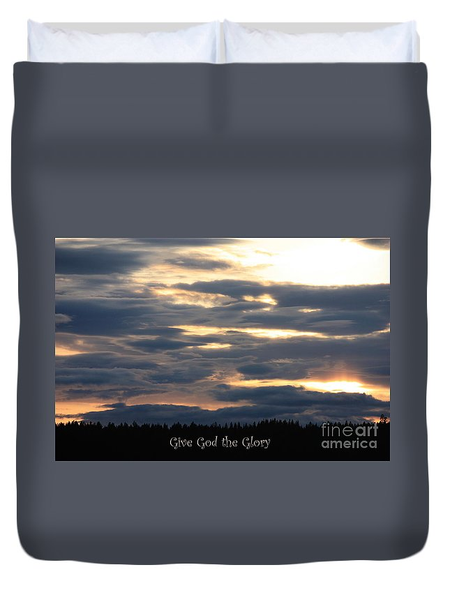 Spokane Duvet Cover featuring the photograph Spokane Sunset - Give God The Glory by Carol Groenen