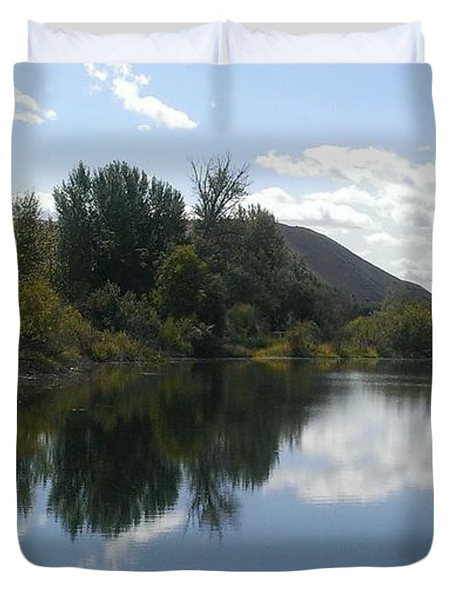 Pond Duvet Cover featuring the photograph Union Gap Pond by LKB Art and Photography
