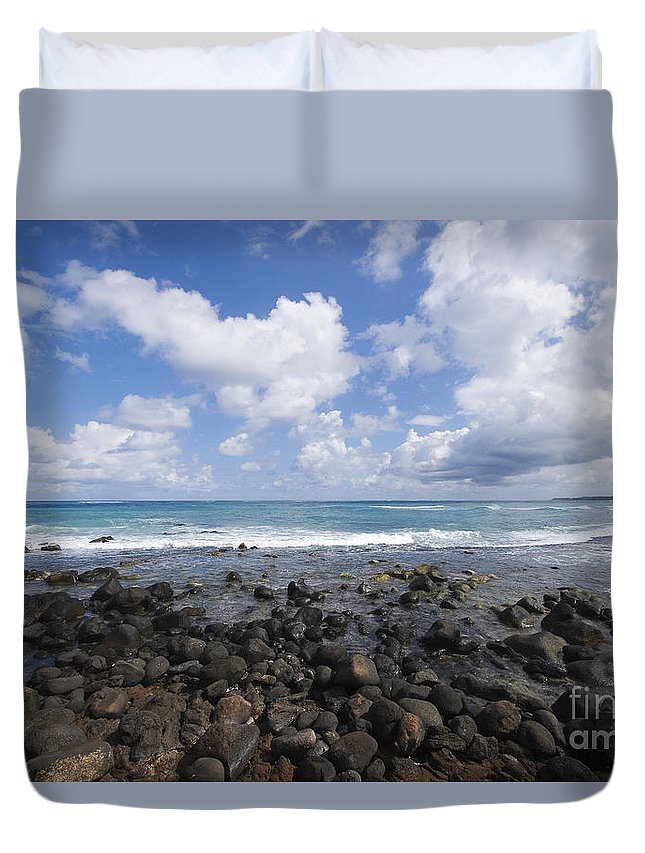 Beach Duvet Cover featuring the photograph Spreckelsville, Rocky Shoreline by Ron Dahlquist - Printscapes