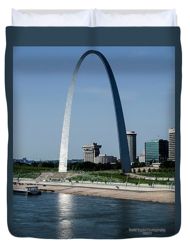 St. Louis Arch Duvet Cover featuring the photograph St Louis Arch by David Taylor