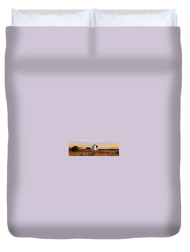 Stage Harbor Duvet Cover featuring the photograph Stage Harbor Lighthouse Chatham by Charles Harden