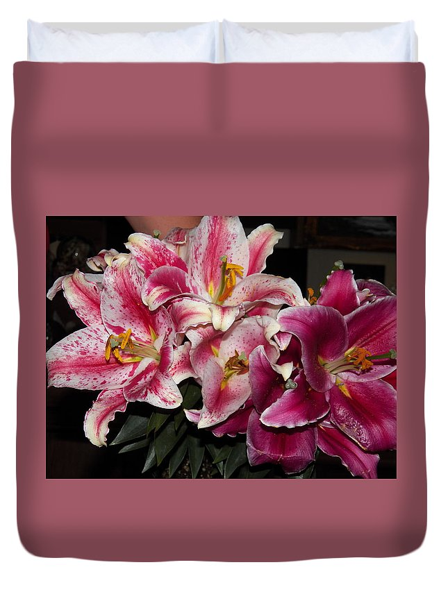 Flower Duvet Cover featuring the photograph Stargazer Lily 2 by Laurie Kidd